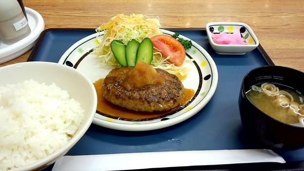 Photos: お昼は病院の食堂で…
