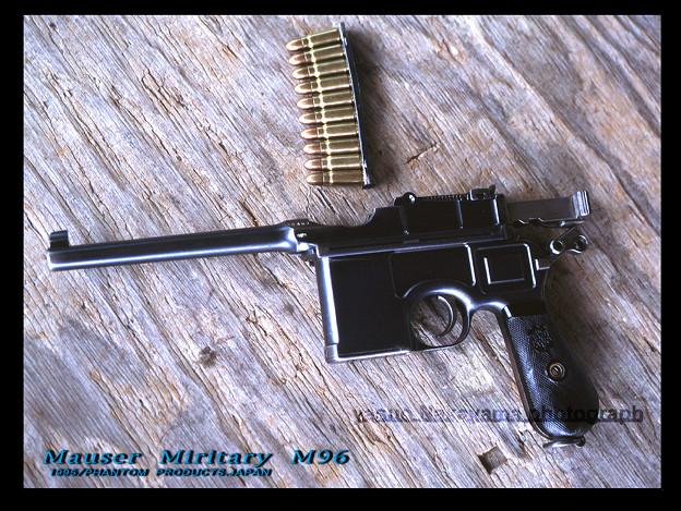 押井 守氏のモーゼルM96自動拳銃