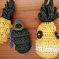 写真: パイナップルと手榴弾とパイナップルの精霊