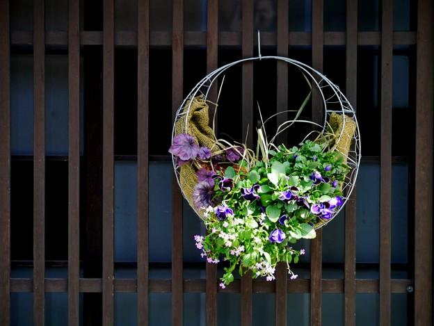窓に飾られた花