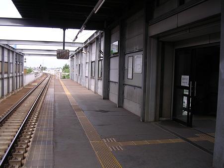 柏林台駅ホーム1