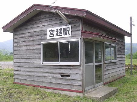 宮越駅待合室