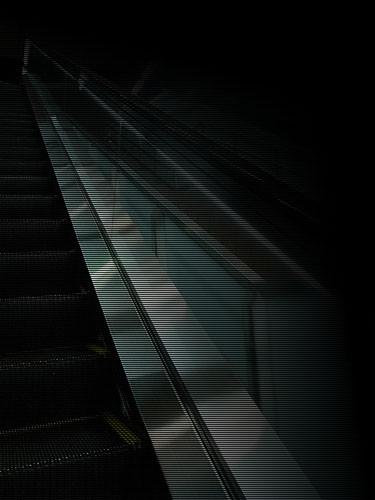 エスカレータ-黒右下固定線
