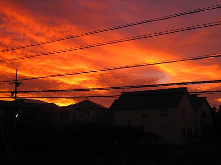 台風接近中の朝焼け