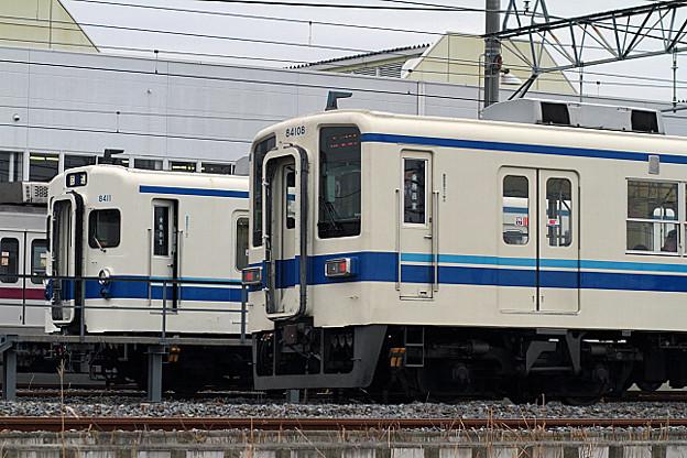 224列車 と 8111編成
