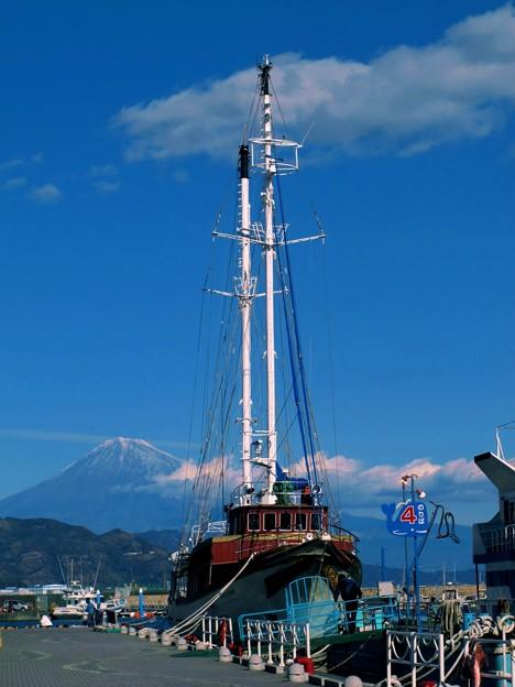2012年1月3日 清水港日の出埠頭 帆船と富士(1)