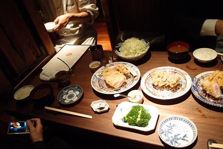 おかわり自由なご飯と味噌汁がつきます