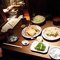 写真: おかわり自由なご飯と味噌汁がつきます