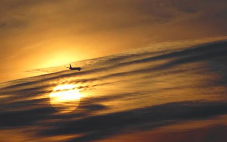 夕陽と飛行機