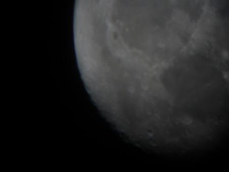 初めて望遠鏡撮影した月