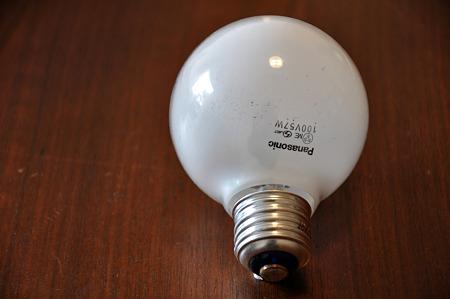 見方 電球 サイズ 電球や蛍光灯の外し方/変え方を徹底解説!電球カバーはどう外す?