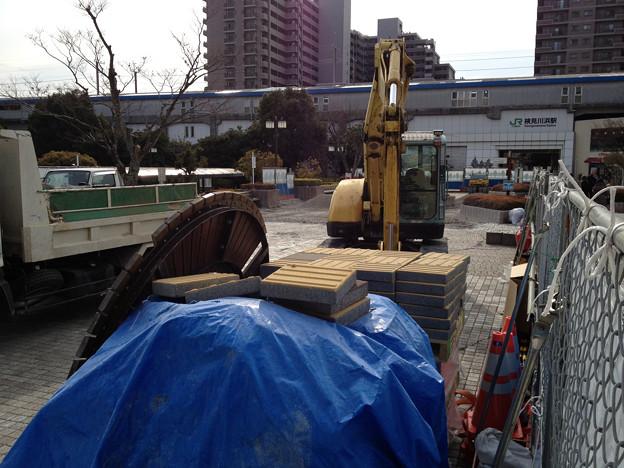 検見川浜駅前の液状化復旧工事