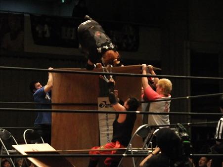 ストリートファイトデスマッチ 神威vs吹本賢児 FREEDOMS 葛西純プロデュース興行 Blood X'mas 2011 (2)