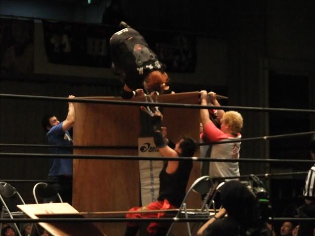 Photos: ストリートファイトデスマッチ 神威vs吹本賢児 FREEDOMS 葛西純プロデュース興行 Blood X'mas 2011 (2)