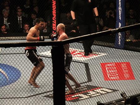 UFC 144 岡見勇信vsティム・ボーシュ (2)