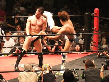 DDT 両国ピーターパン2011 〜二度あることは三度ある〜 IWGPJr.ヘビー級選手権試合 飯伏幸太vsプリンス・デヴィット (12)