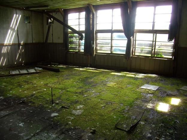 写真: 8_12曙小中学校、跡、教室07