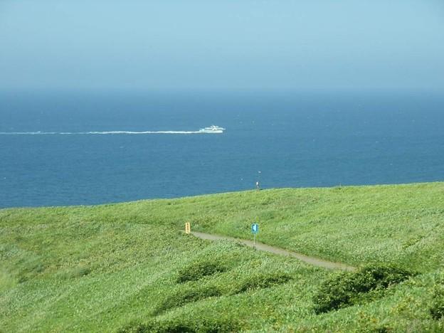 写真: 8_11焼尻島、;天売⇒焼尻の船
