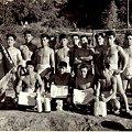 写真: 炭鉱夫たちの相撲大会優勝者たち
