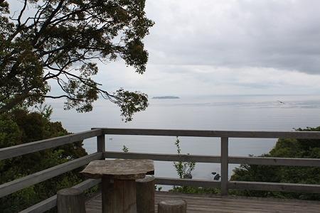 日本庭園からの海