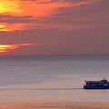 マニラ湾こんな夕陽に誰がした