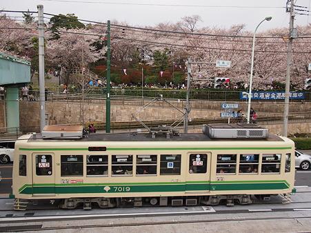 斜め上から写真 都電7019