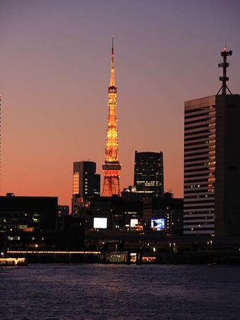 東京タワー ライトアップ点灯中 2011-231219-1
