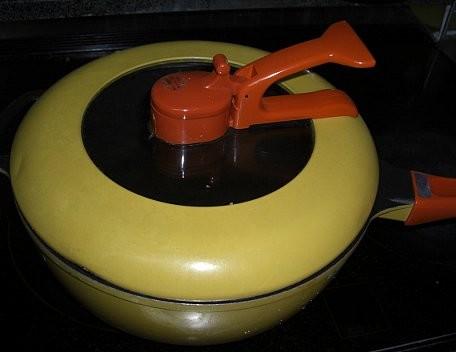 写真: レミパン蓋ぼこぼこ