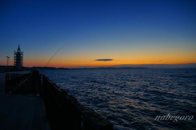 夜明けの釣人