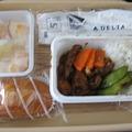 写真: デルタ機内食